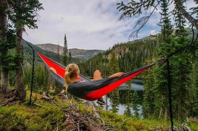 girl-in-hammock